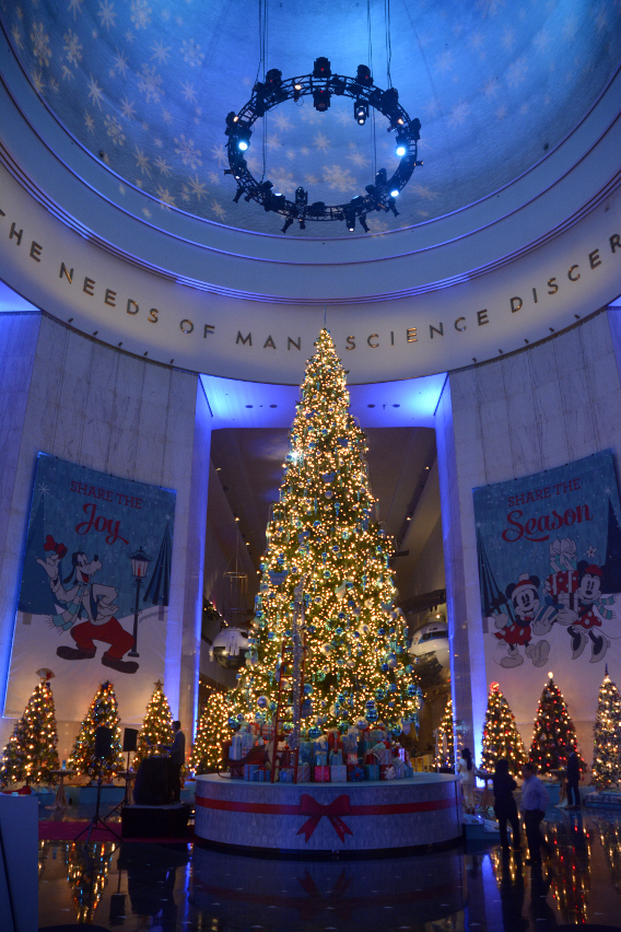 2014 Museum of Science and Industry Disney Christmas Tree