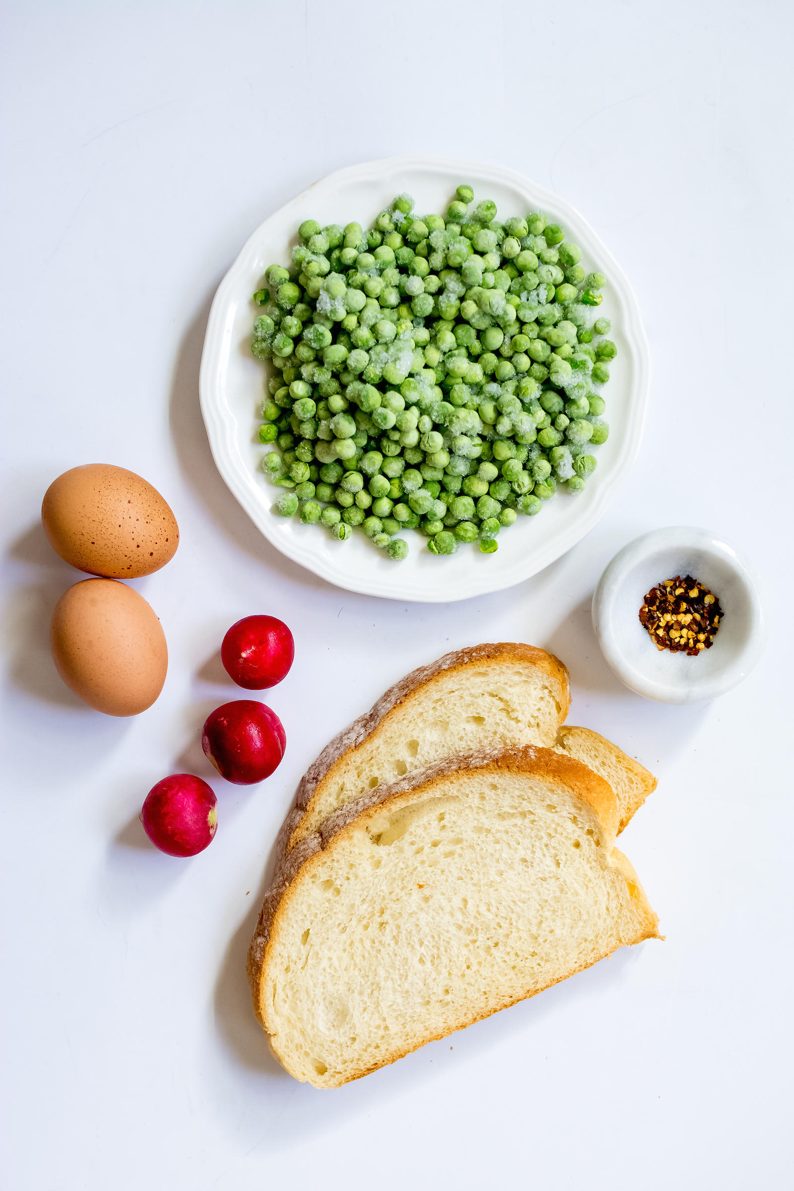 Mashed Pea Scrambled Egg Toast Recipe