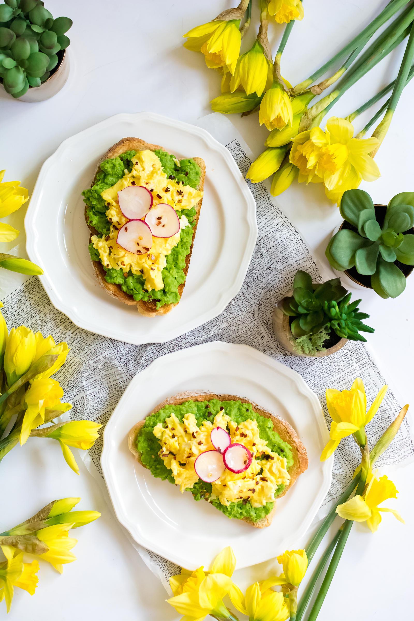 Mashed Pea Scrambled Egg Toast Recipe