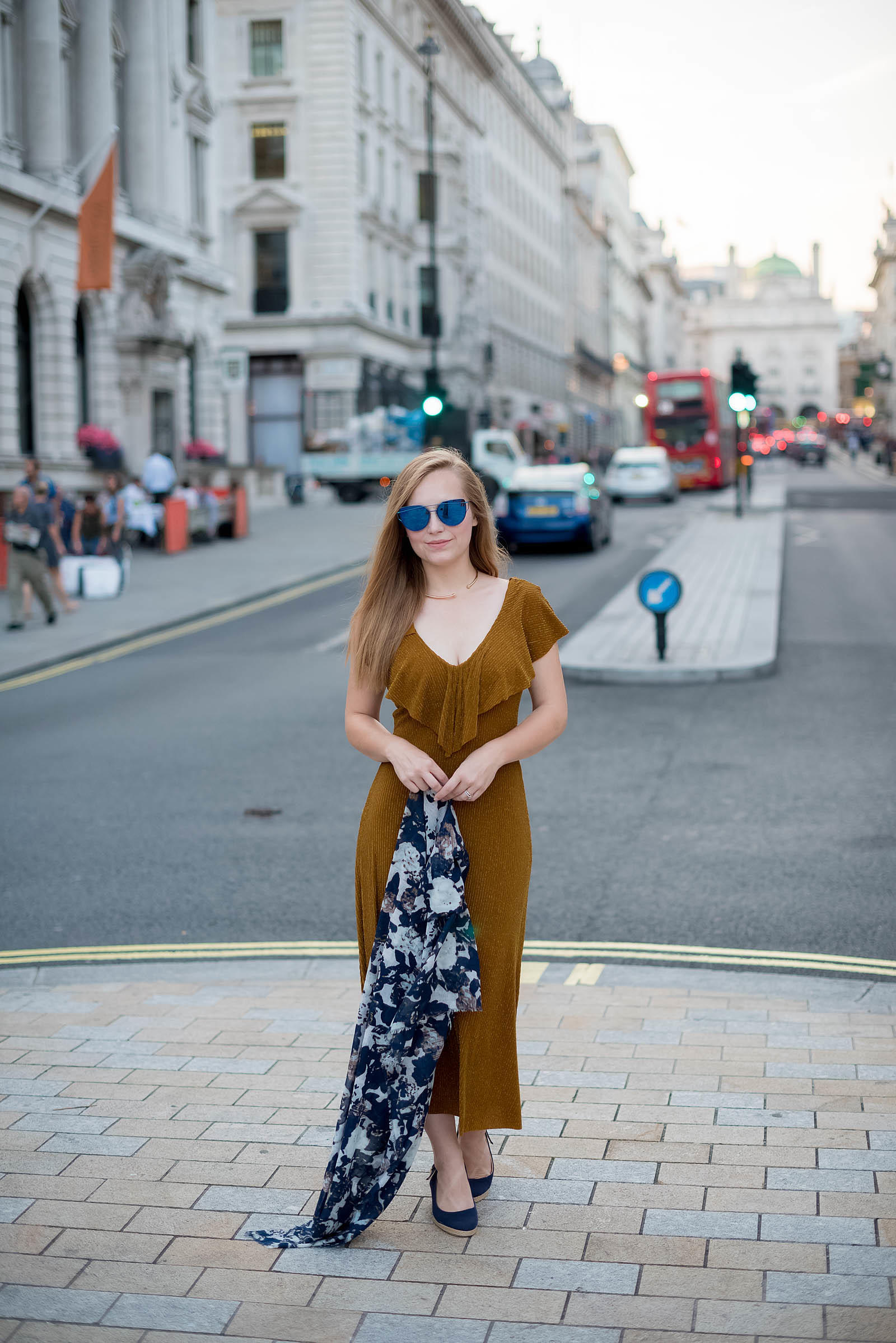 London Style Inspiration Gold Navy